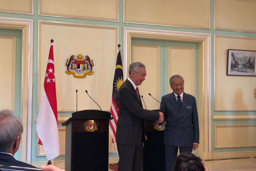 Prime Minister Lee Hsien Loong and Malaysia's Prime Minister Mahathir Mohamad at a joint news conference in Putrajaya on April 9, 2019.