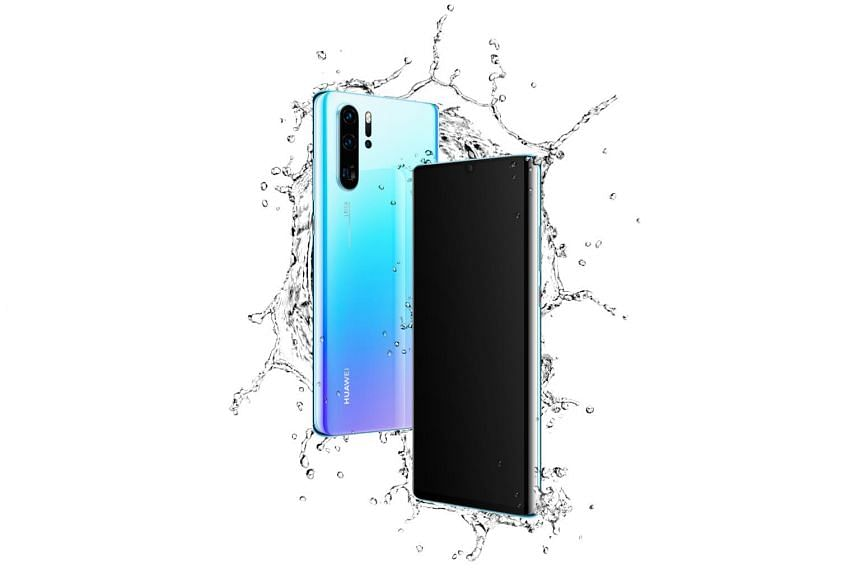 The P30 Pro's low-light photography prowess comes from a new RYYB (red, yellow, yellow, blue) image sensor that uses yellow sub-pixels instead of green ones in the conventional RGGB (red, green, green, blue) sensor.