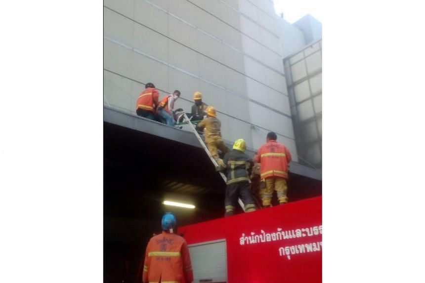 3 killed, 7 hurt in Bangkok shopping mall fire