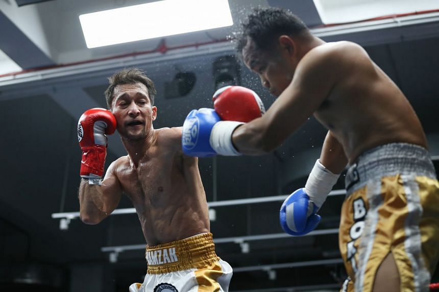 Hamzah Farouk (red gloves) defended his WBC Asia continental super featherweight title against Paiboon Lorkham.