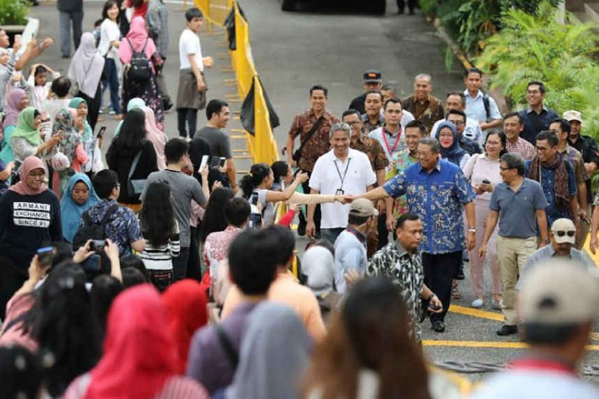 Former Indonesian president Susilo Bambang Yudhoyono arrives to vote at the Indonesian embassy in Chatsworth Road on April 14, 2019.