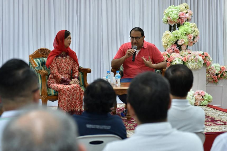 Minister for Communications and Information S. Iswaran, joined by his fellow West Coast GRC MP Foo Mee Har, at a dialogue at the Tentera Di Raja Mosque on April 14, 2019.