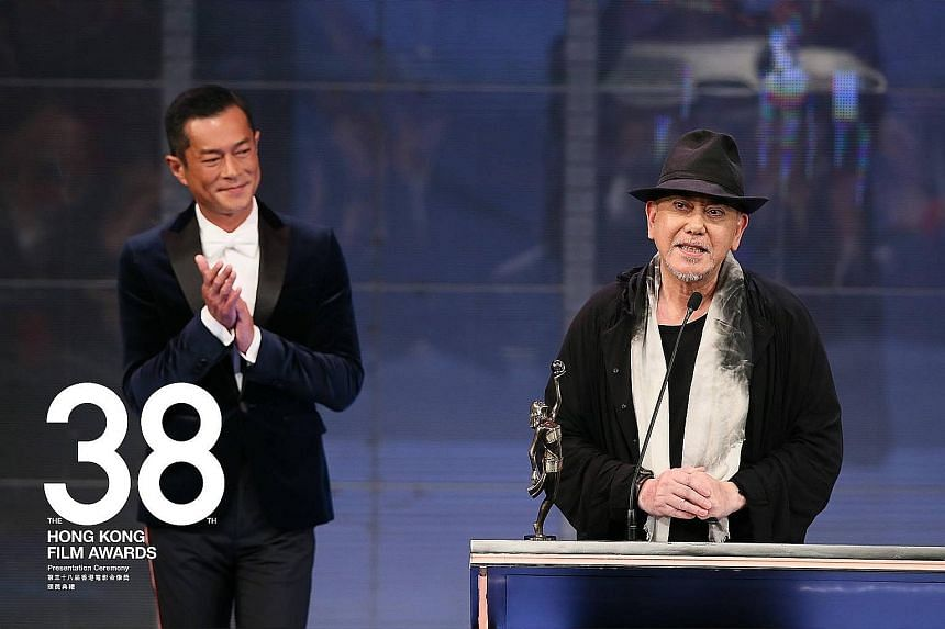 Best Actor winner Anthony Wong speaking yesterday after accepting the prize from actor Louis Koo.
