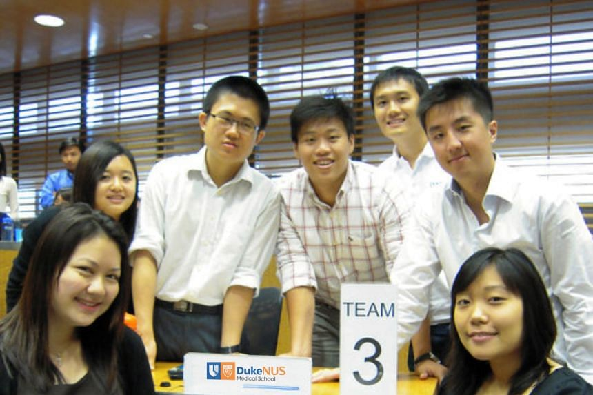 Dr Darius Aw (back row, third from the right) at the Duke-NUS TeamLEAD (Learn, Engage, Apply and Develop) room where students are engaged in a progressive learning pedagogy. PHOTO: DUKE-NUS MEDICAL SCHOOL