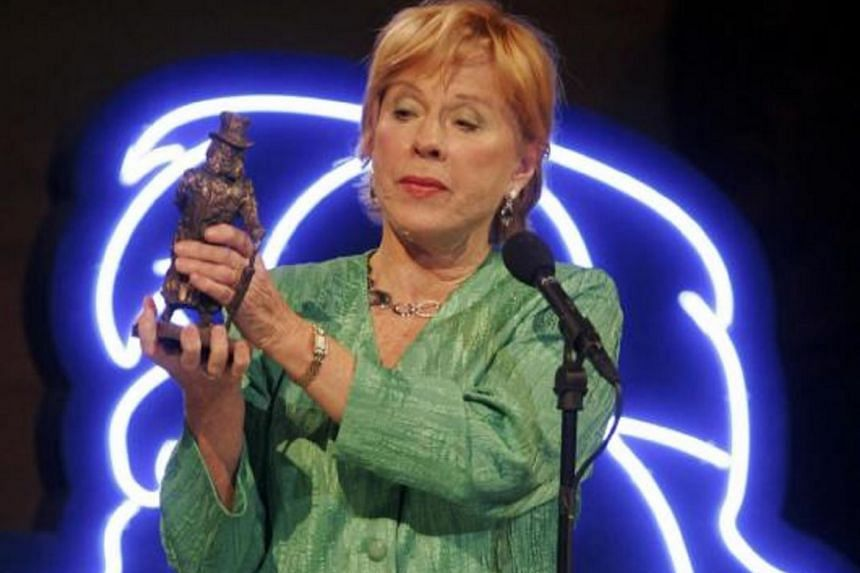 Sweden's Bibi Andersson holds out her Ibsen Centennial Award during a gala celebration in Oslo, on Jan 14, 2006.