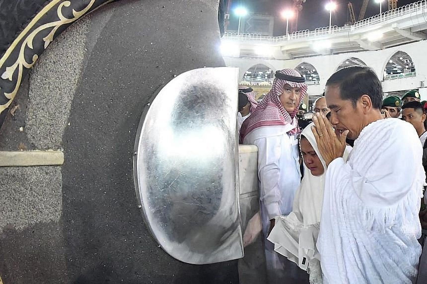 Indonesian President Joko Widodo and First Lady Iriana performing the umrah in Mecca yesterday. During his visit to Saudi Arabia, he expressed gratitude to Riyadh for granting an additional quota to allow 10,000 more Indonesians to go on the haj. PHO