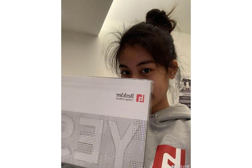 Pioneer xinyao singer Eric Moo posted a photo of his daughter Yonghuan covering half her face with the letter of acceptance from Berklee College of Music.