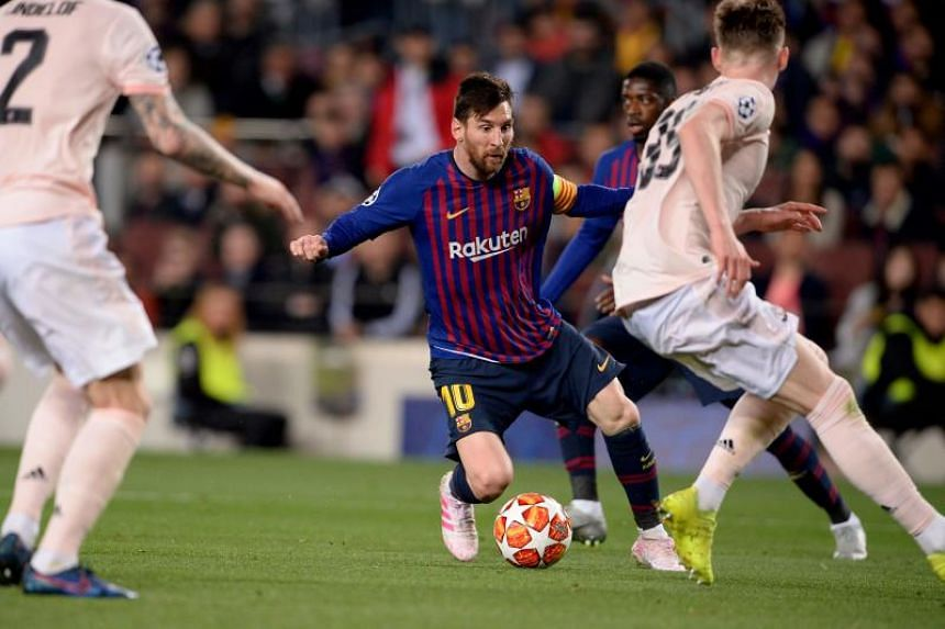 Barcelona's Argentinian forward Lionel Messi (centre) controls the ball during the UEFA Champions League quarter-final second leg football match between Barcelona and Manchester United at the Camp Nou stadium in Barcelona on April 16, 2019.