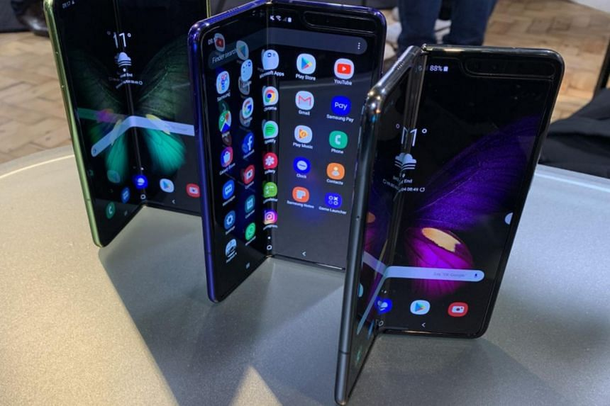 Several publications reported a bevy of problems with test versions of the Samsung Galaxy Fold phone, which folds inward like a notebook.