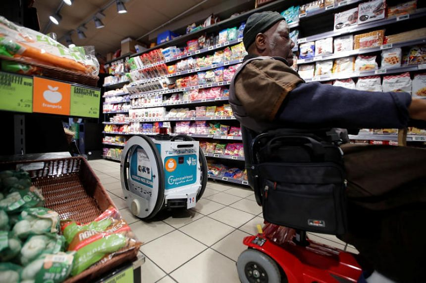 French supermarket tests grocery delivery with robot