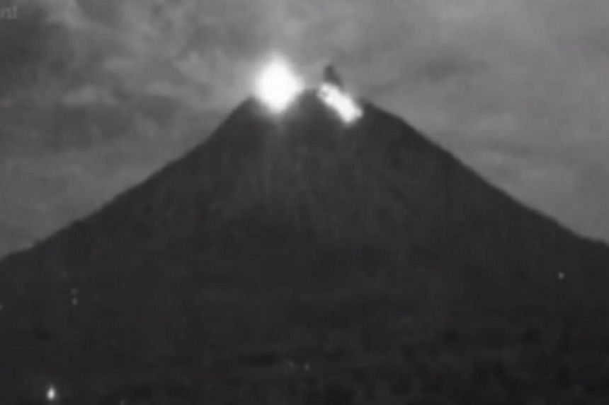Mount Agung Volcano Erupts On Indonesia S Bali Se Asia News Top