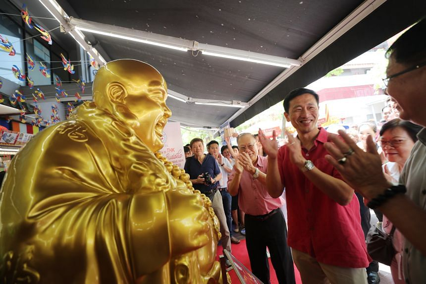 Education Minister Ong Ye Kung and Thye Hua Kwan Moral Society chairman Lee Kim Siang (on Mr Ong's right) at yesterday's donation drive. The new temple will house a library with books on various religions and host talks and dialogues involving differ