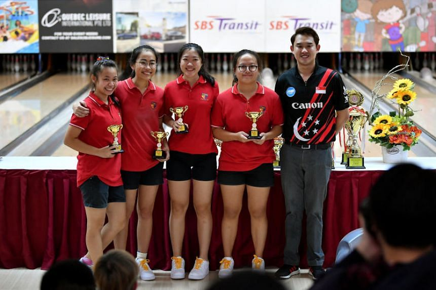 (From left) Raechel Lim Jia Qian, Lee Wen Ling Lovelle, Nicole Lee Fang Hui, and Karen Tan Jia Li from ACJC, with Muhammad Jaris Goh at the A Division Finals of National Schools Tenpin Bowling Championships 2019 awards ceremony.