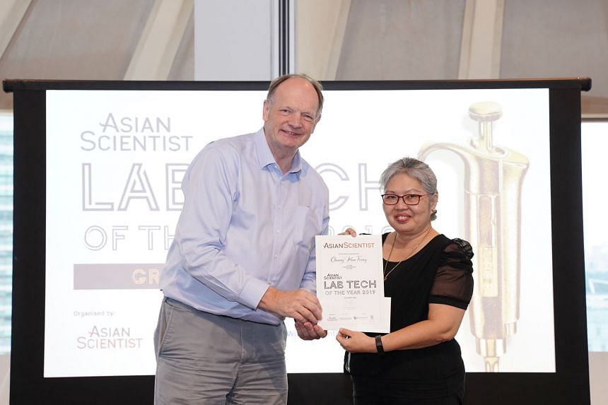 Agency for Science, Technology and Research chief scientist David Lane presenting the Lab Tech of the Year award to Ms Cheong Kum Foong, a principal medical technologist at the KK Women's and Children's Hospital, at the event last Tuesday. PHOTO: CYR