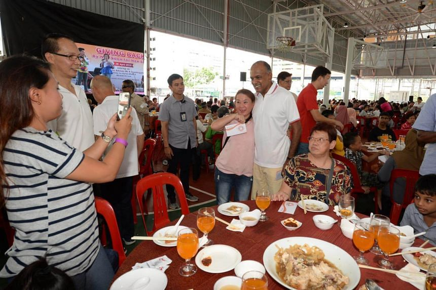 Nee Soon GRC MP and Minister for Home Affairs and Law K. Shanmugam posing for a photo with a resident at a lunch event at MPC@Khatib.