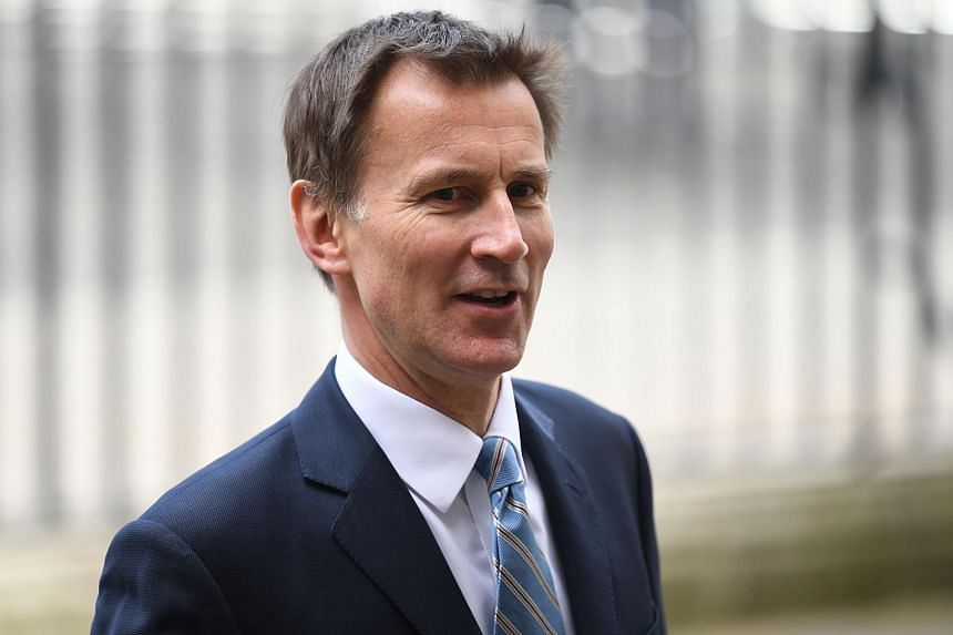 British Foreign Secretary Jeremy Hunt said the government should think carefully before opening its doors to Huawei to develop next-generation 5G mobile networks.