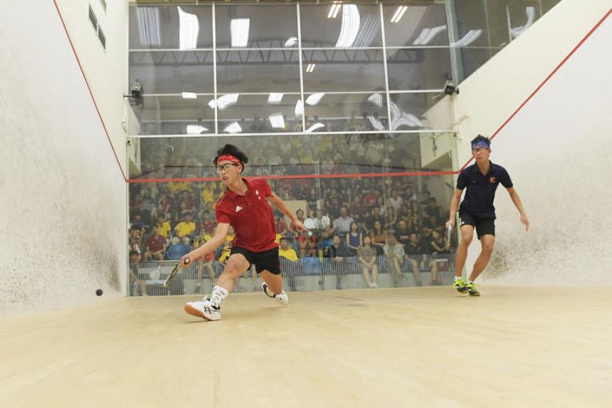 Jovan Lee (left) of Hwa Chong Institution playing against Anglo-Chinese School (Independent) student Rudy Johari in the 'A' Division boys squash final.