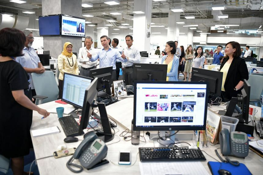 President Halimah Yacob with Singapore Press Holdings chairman Lee Boon Yang (fourth from left), ST editor Warren Fernandez (fifth from left) and other ST editors during her visit to ST's newsroom.