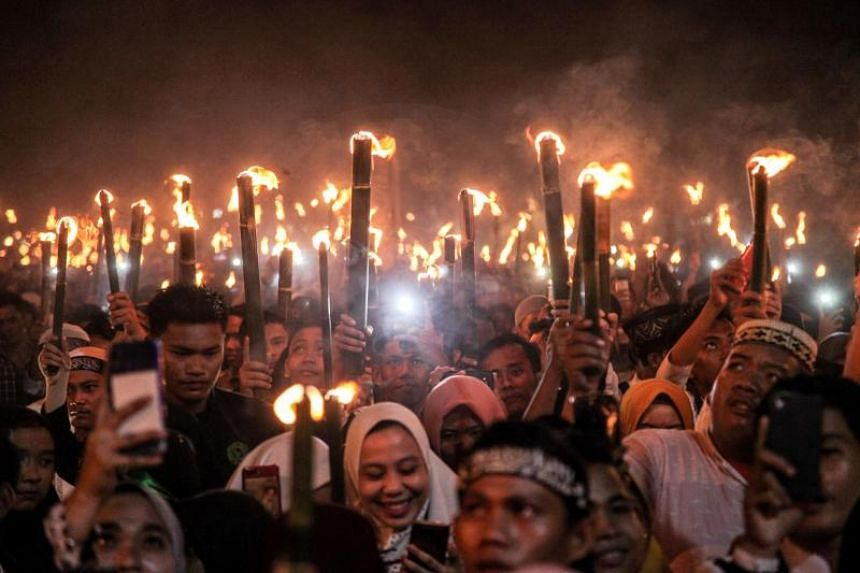 Ramadan begins on May 6, 2019, with devotees fasting from dawn to dusk until Eid celebrations marking the end of the holy month.