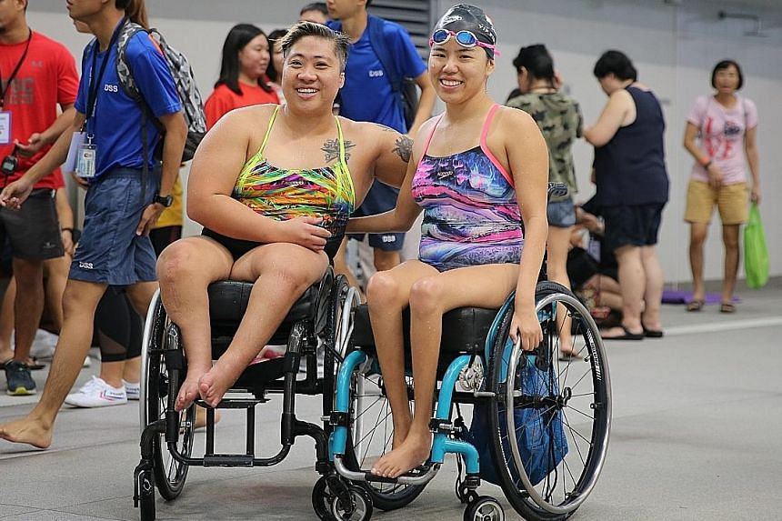 Theresa Goh (left) and Yip Pin Xiu (right) pose after swimming in the mixed 4x50m free relay event. They won the event, along with Toh and Eugene Png.