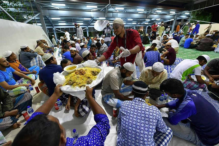 To welcome the month of Ramadan, dormitory operator MES Group hosted a pre-dawn meal for some 1,000 Muslim foreign workers staying at The Leo, a dormitory in Kaki Bukit. The hour-long event, which was attended by Senior Minister of State (Defence) an