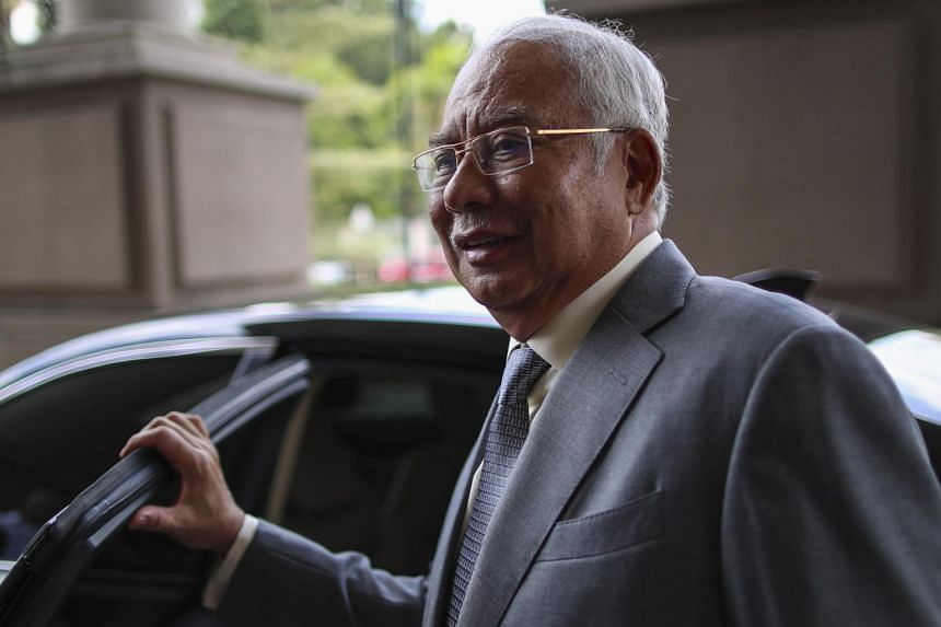 A widely circulated report by a news portal said former Malaysian prime minister Najib Razak had taken selfies in the courtroom.