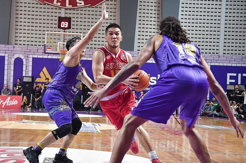 Singapore Slingers' Ng Han Bin giving his all against CLS Knights Indonesia in Game 3 of their Asean Basketball League Finals in Surabaya. The Slingers lead 2-1 in the best-of-five series. ST PHOTO: DESMOND WEE