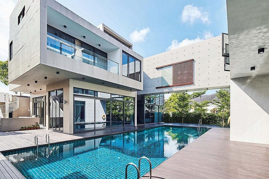 The use of raw concrete creates a unique architectural expression for this home in Old Holland Road.
