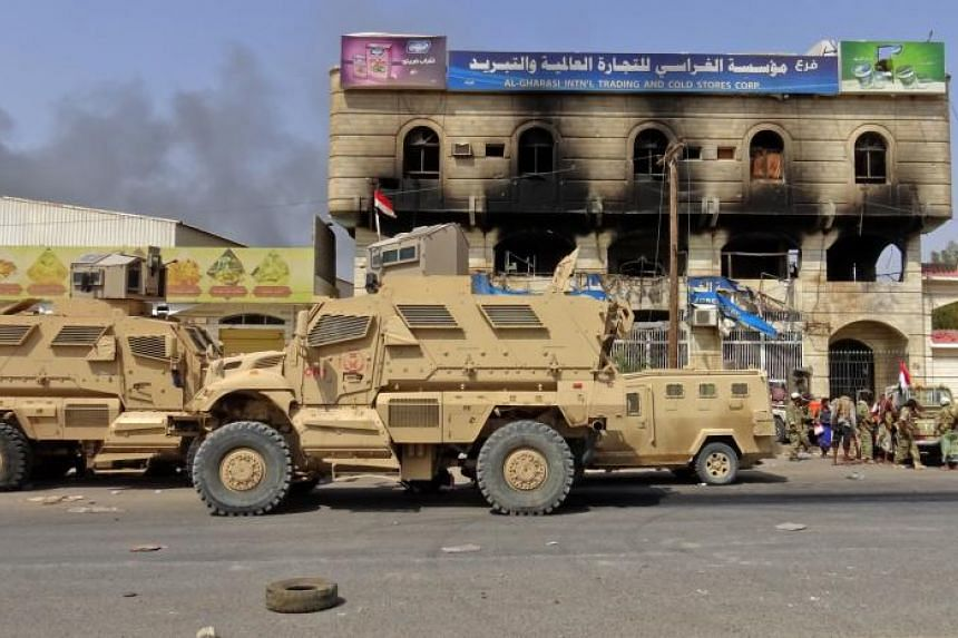 Yemeni pro-government forces on the eastern outskirts of Hodeida on Nov 18, 2018, as they continue to battle for the control of the city from Huthi rebels.