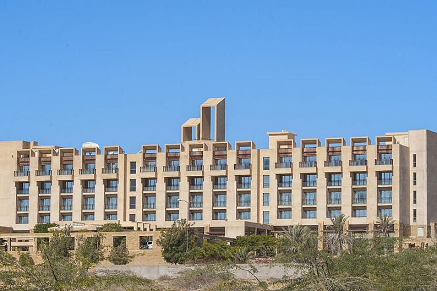 The Pearl Continental is the only luxury hotel in Gwadar and is where foreign and Pakistani business delegations as well as diplomats stay when visiting the city.