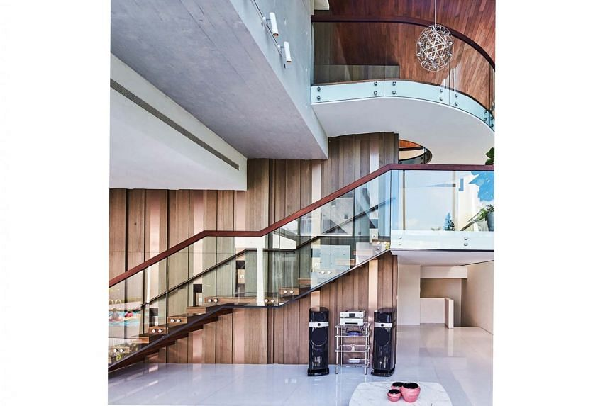 Elements such as staircases and corridors complement the circulation concept in the house.