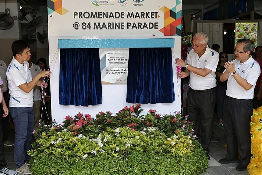 (From left) Speaker of Parliament and MP for Marine Parade GRC Tan Chuan-Jin, Emeritus Senior Minister Goh Chok Tong and Member of Parliament for Mountbatten SMC and Chairman of Marine Parade Town Council Lim Biow Chuan, unveiling a plaque for the of