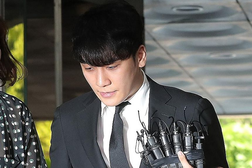 Former BigBang member Seungri arriving yesterday at the Seoul Central District Court.