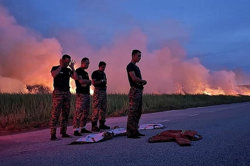 This photo of a group of Malaysian firemen performing their evening prayers by the roadside where they had just dealt with a fire, and photos of them breaking fast while on duty, went viral after they were uploaded on Facebook. This led other firemen