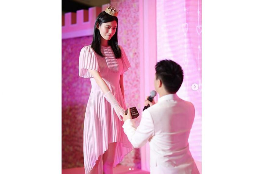 LAVISH PROPOSAL: Where does one get 99,999 roses? That was the number used to decorate three floors of a Shanghai mall on Monday, when Macau gambling tycoon Stanley Ho's son Mario proposed to his girlfriend, Chinese supermodel Ming Xi (both right). A