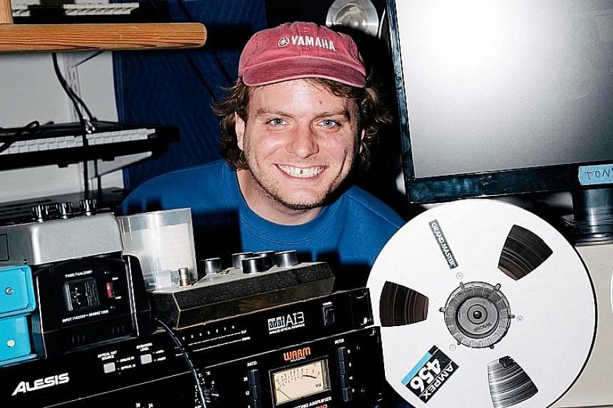 The arrangements by Mac DeMarco (left) in the album are folky with strong bedroom studio vibes.
