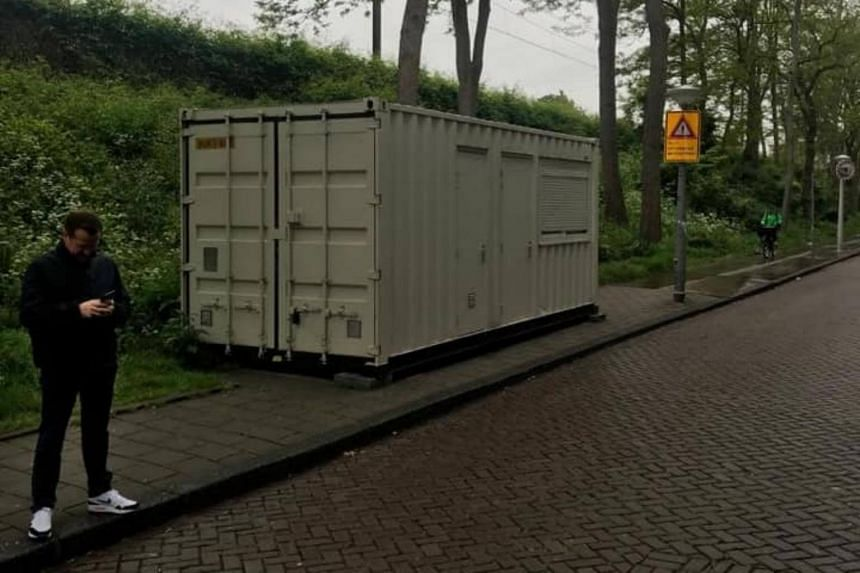 The frugal apartments were not billed as containers in their listings on the Airbnb platform, according to the Algemeen Dagblad newspaper.