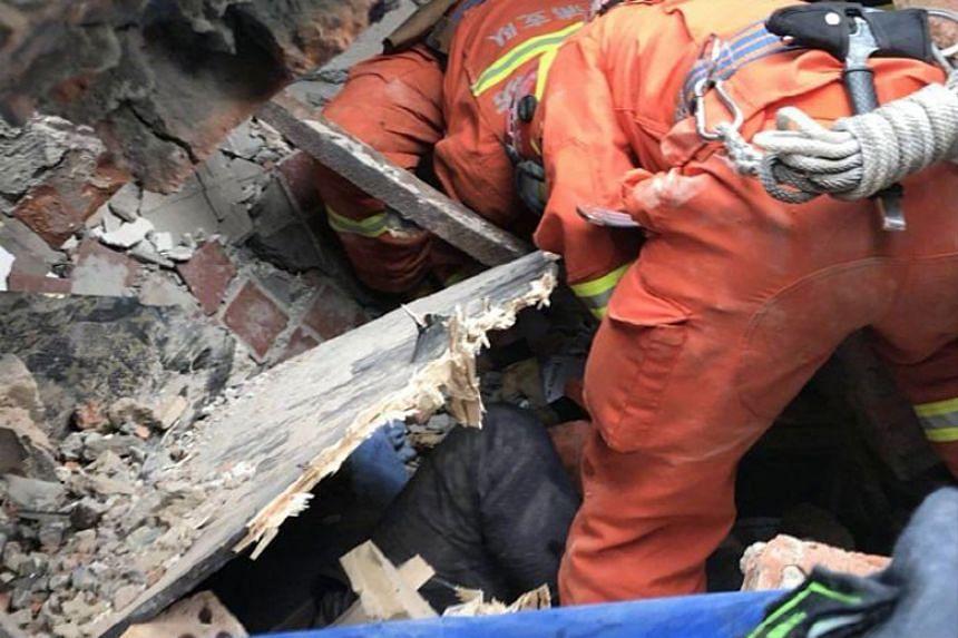 9 Orang Terperangkap Dalam Gedung Runtuh di Shanghai