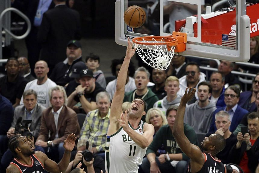 Brook Lopez helped spark a run of 10 unanswered points in the final three minutes, as the Bucks fought back from 100-98 down to claim a crucial victory.