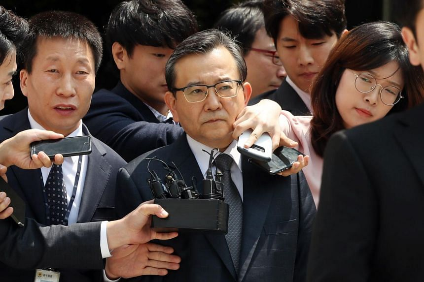 Former South Korean vice-justice minister Kim Hak-eui (centre) is accused of accepting bribes worth 130 million won and sexual entertainment on more than 100 occasions from businessman Yoon Jung-cheon.