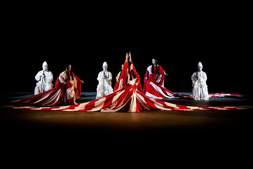 In Tadashi Suzuki's Dionysus, Greek playwright Euripides' 2,000-year-old work is presented as a series of dynamic tableaus.