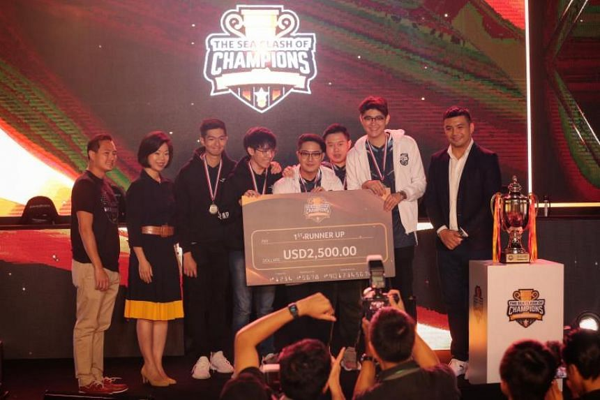 (From left) Tan Kiat How, CEO IMDA, Sim Ann, Senior Minister of State for Culture, Community and Youth Sim Ann, and members of Evos with their first runner-up prize at the Suntec City Convention Centre.