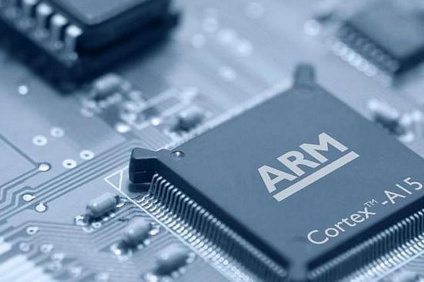 British chip designer ARM has halted ties with Huawei in order to comply with the US supply blockade. ARM's chip designs contain technology of US origin and are the backbone of Huawei handsets.