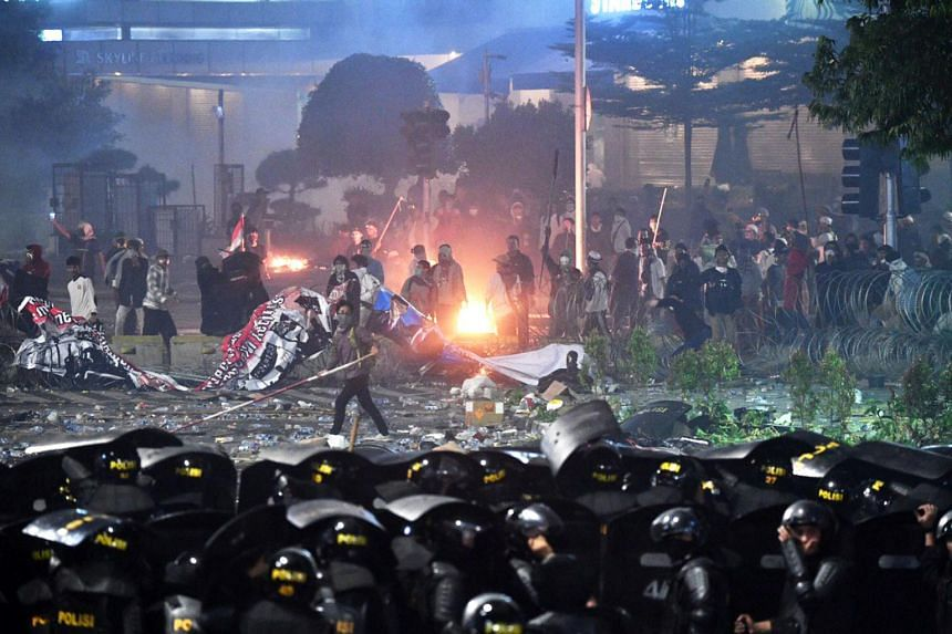 Police and protestors clash in Jakarta on May 22, 2019, following the release of the election results.