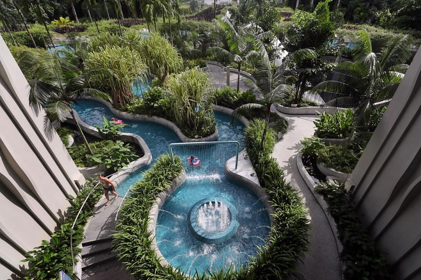The lazy river pool in the hotel.