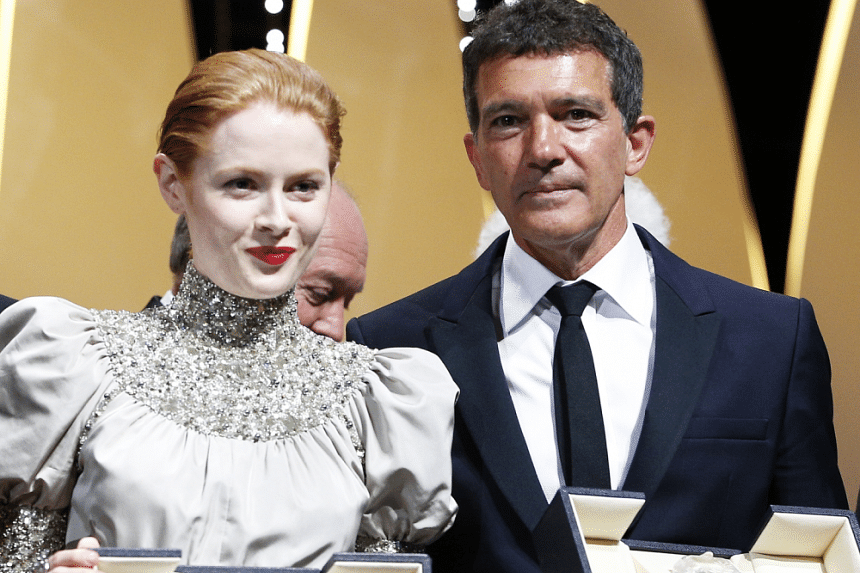 Antonio Banderas, Best Actor award winner for his role in the film Pain and Glory (Dolor y Gloria), poses with Emily Beecham, Best Actress award winner for her role in the film Little Joe.