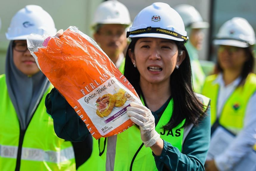 Malaysia's Energy, Science, Technology, Environment and Climate Change Minister Yeo Bee Yin showing a sample of plastic waste in Port Klang, on May 28, 2019.