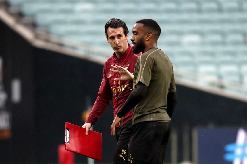 Arsenal's head coach Unai Emery (left) and player Alexandre Lacazette talk during a Baku training session.