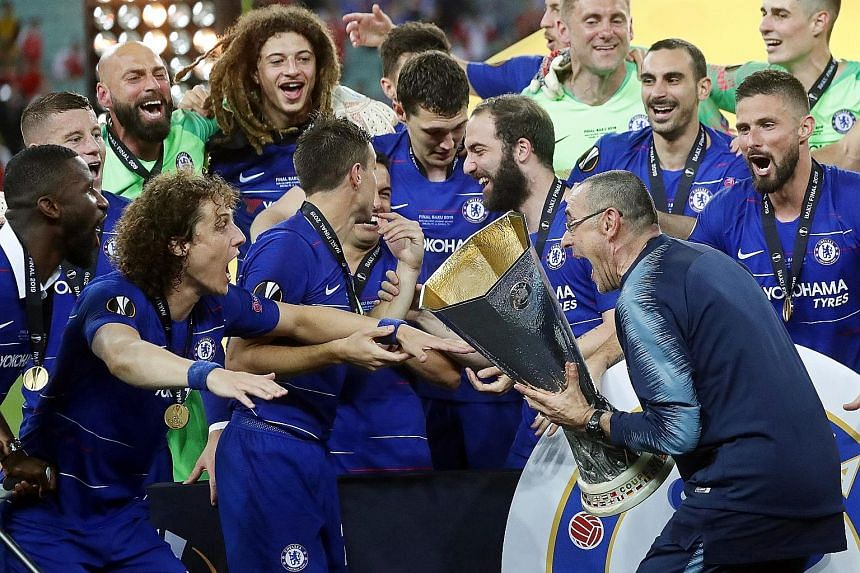 Chelsea manager Maurizio Sarri celebrating the Europa League win with his players at the Olympic Stadium in Baku, Azerbaijan, on Wednesday.