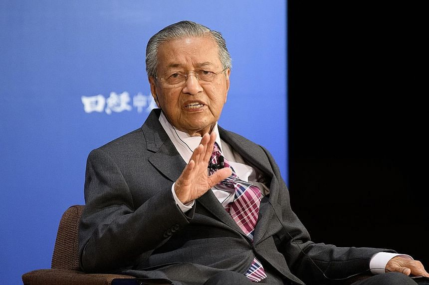 Malaysian Prime Minister Mahathir Mohamad, speaking at the 25th Nikkei Future of Asia conference in Tokyo yesterday, cited the South China Sea as a major regional flashpoint. PHOTO: BLOOMBERG